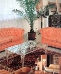 Tavolo da salotto in plexiglas Luigi XVI