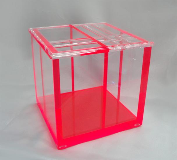 Accessori In Plexiglas Poliedrica S R L Arredamento E Lavorazione Plexiglas Pmma