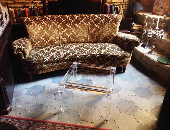 Tavolino da salotto in plexiglas 'Luigi XVI' cm 50x50h40 in ambiente