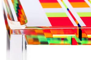 Tavolo da salotto in plexiglas colorato 'Mosaico'  (dettaglio)