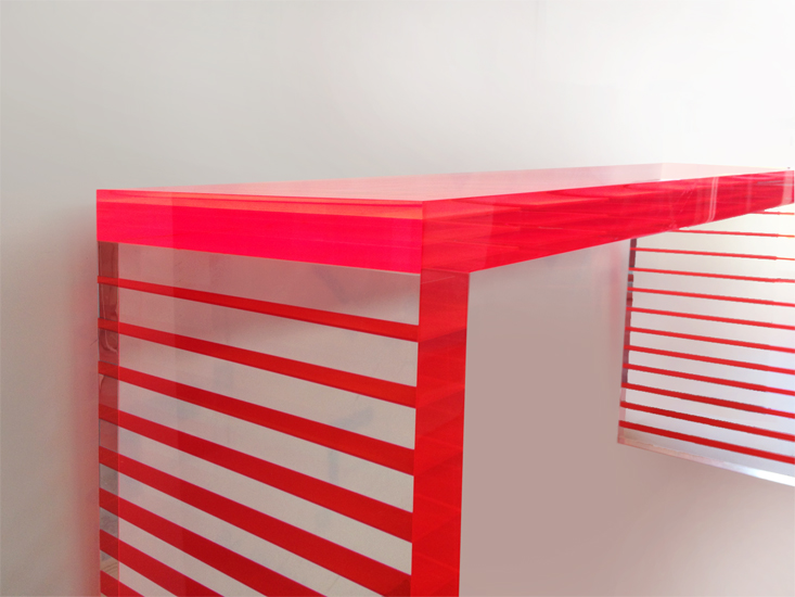 Console in perspex Red Stripes